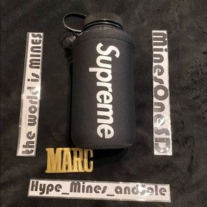 NWT Supreme®/Nalgene® 32 oz. Bottle - Black - SS20